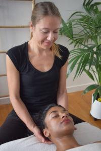 A Portée de Mains - Nathalie Ponçot Massages californien, suédois, sur chaise ergonomique à Paris Nation - Bien-être - Détente - Relaxation - Sérénité - 11ème arrondissement